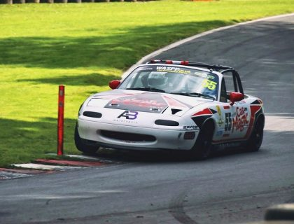 BRSCC MX-5 at Cadwell Park